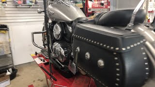 6. Kawasaki Vulcan oil changes. Do you know about the screen?