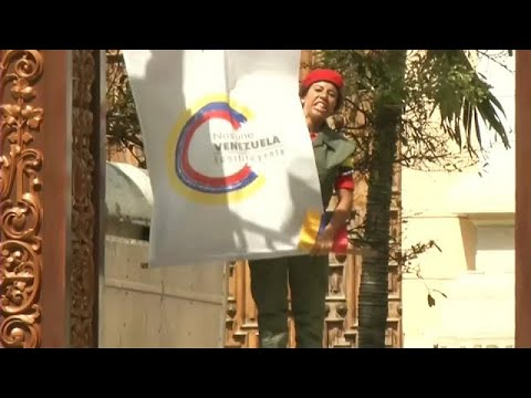 Βενεζουέλα: Φυγαδεύτηκαν όσοι είχαν εγκλωβιστεί εντός του Κοινοβουλίου μετά την εισβολή οπαδών…