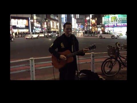 日本東京街頭日語版《海闊天空》,女孩開始不知道他會廣東話,後來一唱粵語直接淚奔 超好聽Live