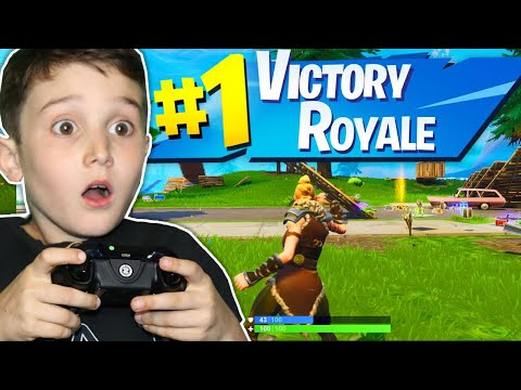 HELPING 9 YR OLD WIN FIRST FORTNITE GAME!!!!