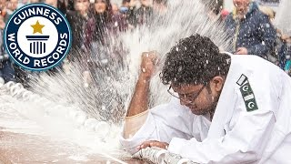 Video Most drinks cans crushed with the elbow in one minute - Guinness World Records MP3, 3GP, MP4, WEBM, AVI, FLV Mei 2017