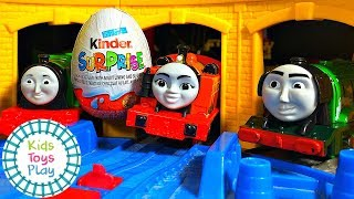 Video Thomas The Tank Engine Trackmaster Demolition Derby with Kinder Surprise Eggs MP3, 3GP, MP4, WEBM, AVI, FLV Januari 2019