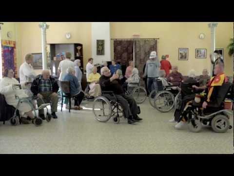 Harlem Shake: Takto sa zabávajú dôchodcovia v Komárne