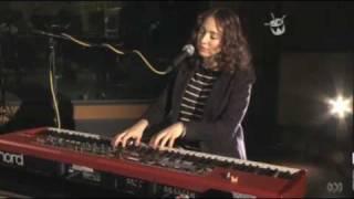 Regina Spektor covers Radiohead No Surprises on Triple J TV