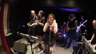 Fabienne Nitelet, professeur de chant sur Metz, chante avec son groupe Smoocy