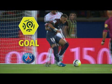 Neymar llegó al PSG luego de que el conjunto parisino pagara los 22 millones de euros que valía su cláusula en Barcelona.