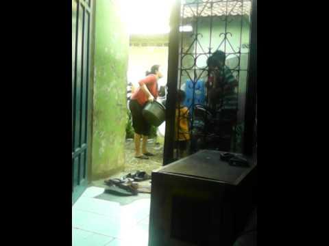 gratis download video - Emi-ridwan-jemur-baju