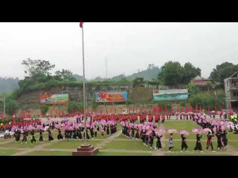 Màn múa quạt của HS khối 6,7,8 tại Lễ khai mạc Đại hội TDTT huyện Bảo Yên lần thứ VIII năm 2017
