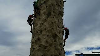 Nonton Kids Adventure Games Big Bear 2017 - Climbing Wall Film Subtitle Indonesia Streaming Movie Download
