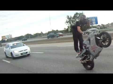 Motorcycle VS Cops Biker Rides Wheelie EPIC ESCAPE Running From The Cops POLICE CHASE Street Bike