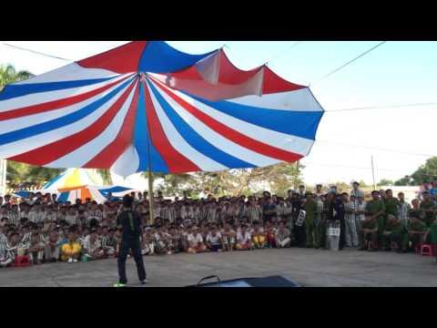 Đàm Vĩnh Phúc hát tại trại giam Tiền Giang 26 tết Ất Mùi 2015