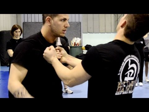 KRAV MAGA TRAINING • How to disarm a knife to throat #1
