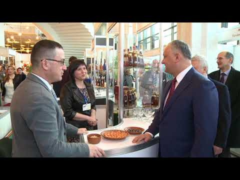 "Igor Dodon visited the exhibition ""Expovin Moldova-2018"""