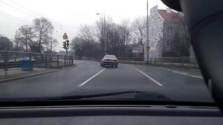 Mati roztrzaskał Audi 80, bo nie ogarnął mocy. Tak się skończyła popisowa jazda na łuku