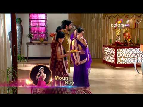 Madhubala - Even after being warned by Bhanu to stay inside the circle drawn by him, goes out of it to pour oil in the lamp burning in front of Baiji's photograph. Sud...