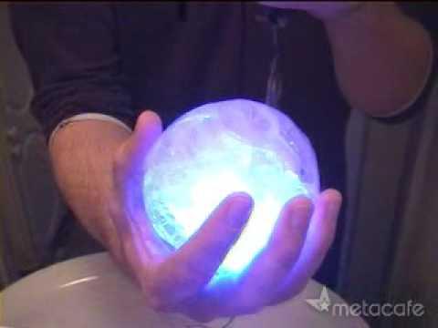 คลิป มาทำลูกบอลน้ำแข็งเรืองแสงเล่นกันเหอะ