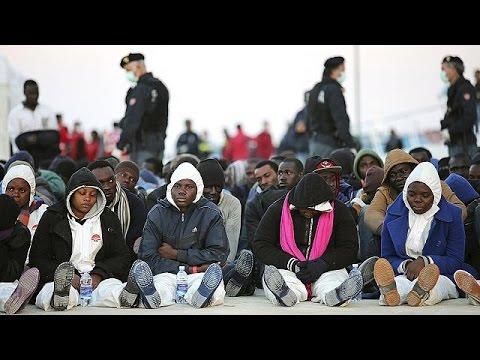 Italie: la police annonce avoir arrêté quinze migrants accusés d'avoir jeté à l'eau des chrétiens (MàJ vidéo)
