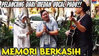 Video Memori Berkasih_Pelancong dari  Medan Indonesia Bersuara Merdu Depan Sogo.. MP3, 3GP, MP4, WEBM, AVI, FLV Februari 2019