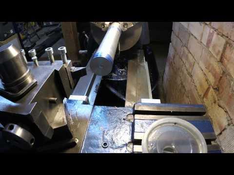 Technique de vérification de l'alignement de la broche d'un tour à métaux avec son banc