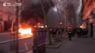 Протесты «Жёлтых жилетов» в Париже против роста цен на топливо