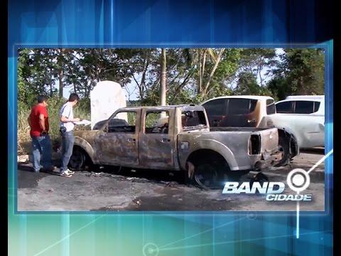 Polícia apreende nove menores e prende 1 por queimar carros da Semsa