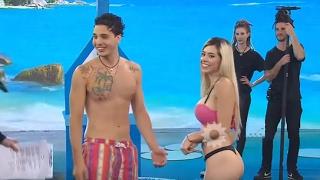 "Video Una rubia muy sensual se puso a bailar ""Shaky shaky"" e impactó con su cuerpo MP3, 3GP, MP4, WEBM, AVI, FLV Juli 2018"
