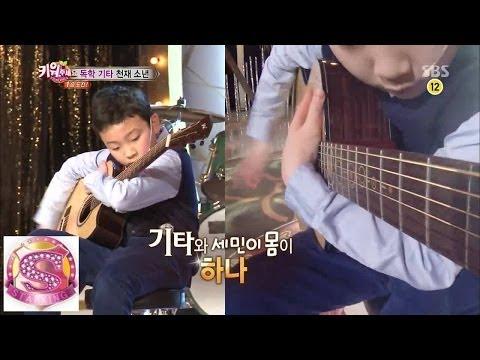 Bé trai đánh guitar cực kì bá đạo :))