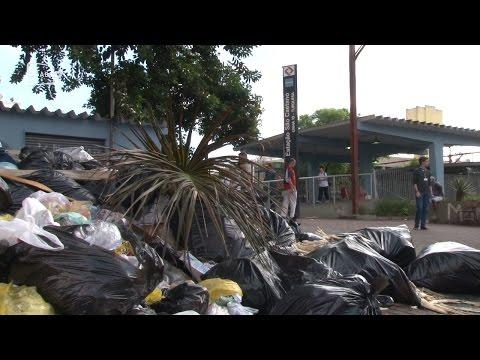 Moradores reclamam do lixo em São Caetano; veja vídeo