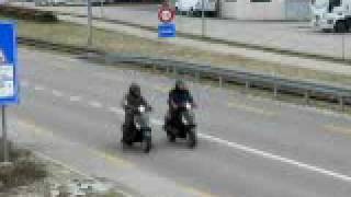 10. SYM Fiddle 50cc 4T   vs   Vespa 50cc 2T