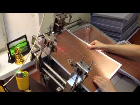 Каширование пластиковых карт - это процесс, в котором один материал приклеивается к другому. Основой для кашировки служат различные материалы- это может быть и гофрокартон, и микрогофрокартон и даже картон переплётный различной толщины, а также пластик. Процесс каширования происходит на специальных кашировальных машинах, и делится на следующие виды- одностороннее каширование, когда на основу накатывается необходимое изображение лишь с одной стороны и двухстороннее каширование, при котором к основе прикатываются лайнеры с обоих сторон, каширование слим, когда лайнеры прикатываются друг к другу вообще без основы. Основная трудность при процессе кашировки является погрешность при совмещении материалов, поэтому кашировка процесс трудоёмкий и ответственный.