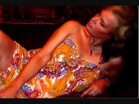 Genevieve - Sex On Fire.wmv