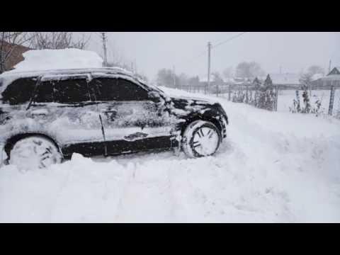 Сузуки Гранд Витара и полметра снега (видео)