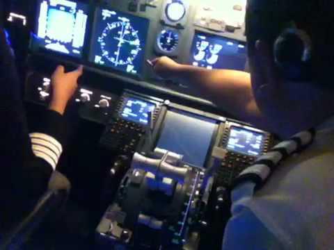 Boeing 737NG Auto landing By Flight Experience Bangkok