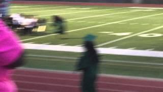 فيديو موقف محرج ومضحك لفتاة في حفل التخرج بسبب كعبها العالي
