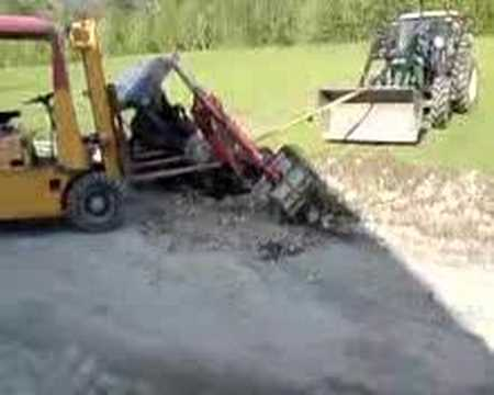 grøfta - Redningsaksjon av minigraver...