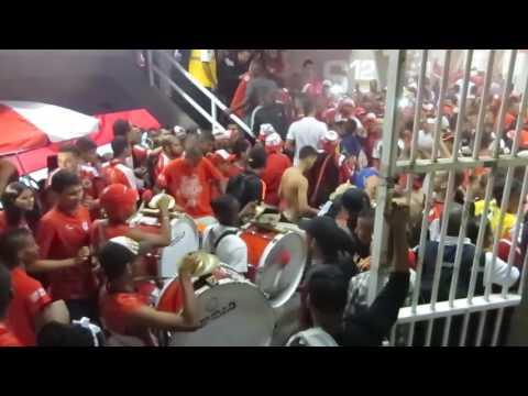 video Previa Entrada del Baron Rojo Sur Bombos y Banderas la hinchada de los cantos - Baron Rojo Sur - América de Cáli