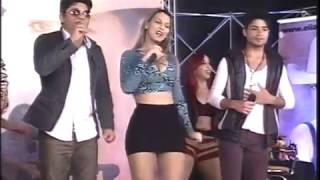 Buzão do Forró canta