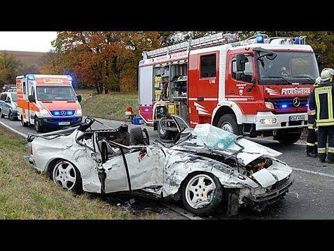 Merxhausen: Porsche gegen Bus, ein Toter