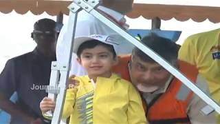 Video తాత మనవడు మధ్య ఆసక్తికర సంభాషణ చూడండి CM Chandrababu with Devansh in Boat    funny Seen MP3, 3GP, MP4, WEBM, AVI, FLV Maret 2019