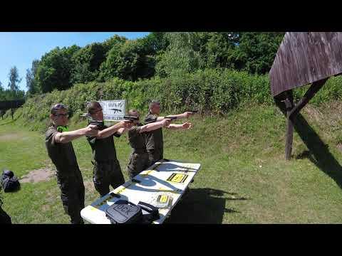 Klasa LO podczas zajęć z nauki strzelania. Instruktaż Grupa 39 z Elbląga (3).