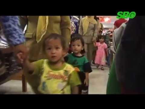 Anak Terlantar Diajak Belanja Baju Dan Sepatu Baru Lebaran