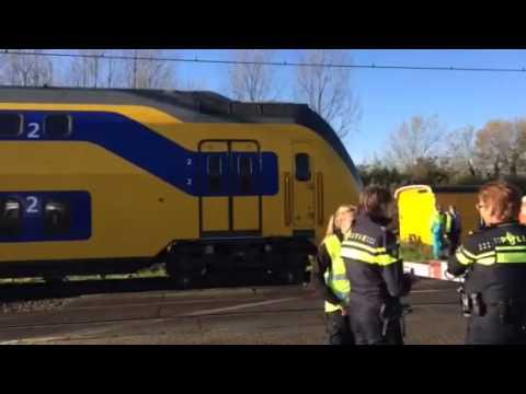 Trein botst op vrachtwagen Den Bosch