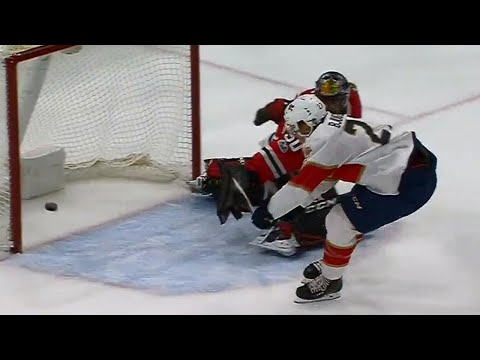 Video: Panthers' Bjugstad makes Blackhawks' Crawford bite on breakaway goal