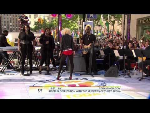 06.08.10 - Mini concert by Christina Aguilera from Today Show.