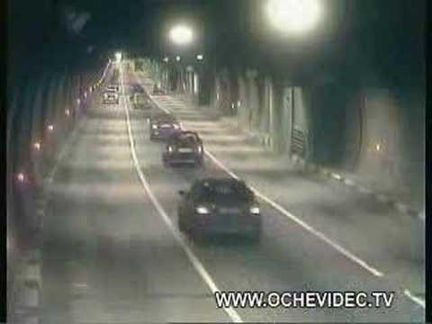 隧道中,不可思議的車禍!