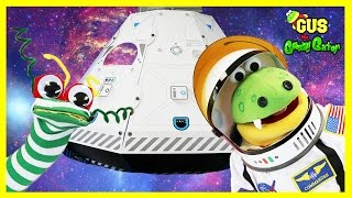 KIDS OUTER SPACE SHIP ADVENTURE PRETEND PLAY! Astronauts Gus Learns about Planets