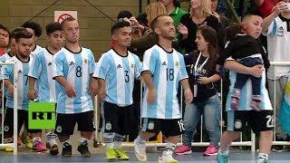 ¡La copa más pequeña del mundo! Enanos compiten por la gloria del fútbol