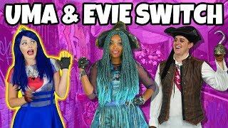 Video DESCENDANTS UMA AND EVIE SWITCH. (We Play Disney Descendants Characters) MP3, 3GP, MP4, WEBM, AVI, FLV Desember 2018