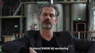 In de afgelopen 25 jaar zijn er een aantal verslavingsspecifieke EMDR protocollen ontwikkeld die zich richten op het verminderen van trek, gebruik en de kans op terugval. Hoewel veelbelovend, is het onderzoek naar deze toepassing van EMDR echter nog zeer beperkt.In de periode 2013-2016 is er een gerandomiseerde klinische trial (RCT) uitgevoerd bij IrisZorg, instelling voor verslavingszorg en maatschappelijke opvang in Gelderland. De studie werd uitgevoerd bij 109 ambulante alcoholafhankelijke patiënten. De helft kreeg, naast hun reguliere verslavingsbehandeling, aanvullend maximaal 7 sessies EMDR gericht op verslavingsgerelateerde positieve en negatieve herinneringen en flashforwards. Markus en Hornsveld (2017) beschreven alle mogelijkheden van EMDR bij verslaving in samenhang: the Palette of EMDR Interventions in Addiction (PEIA). Voor deze studie is een aantal van de PEIA modules gebruikt.