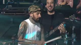 Video Linkin Park feat Travis Barker - Bleed It Out MP3, 3GP, MP4, WEBM, AVI, FLV Februari 2017